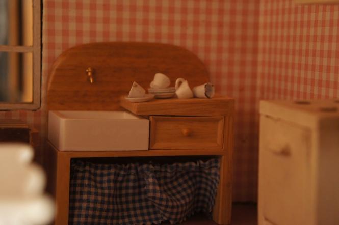 TRH dollhouse kitchen sink