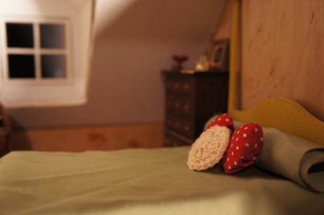 TRH dollhouse bedroom