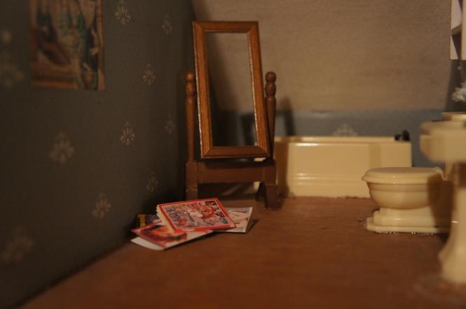 TRH dollhouse bathroom