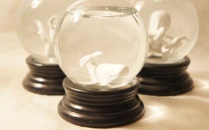 Sculpted whale snow globe